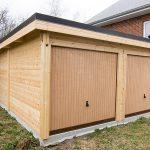 Double garage en bois à toit plat