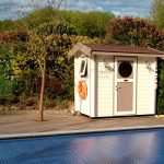 joli petit poolhouse peint