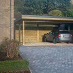Magnifique carport deux voitures avec une toiture plate et un mur de fond