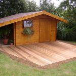 Bureau de jardin avec terrasse et grand auvent