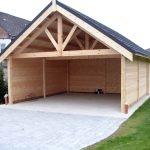 grand garage bois ouvert avec abri intégré et polytuils