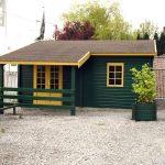 Double garage avev appenti peint en vert