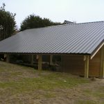Grand carport avec local technique pour panneaux photovoltaiques