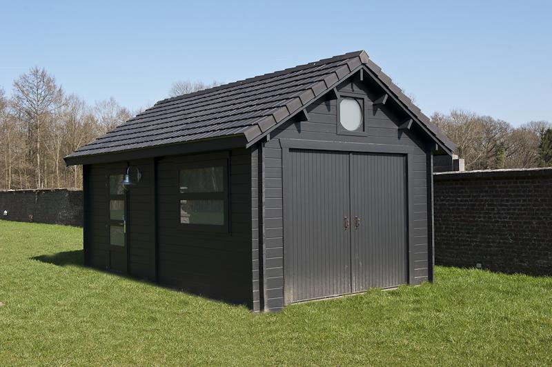 garage bois avec tuiles plates decochalet. Black Bedroom Furniture Sets. Home Design Ideas