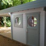 abri de jardin à toit plat avec terrasse