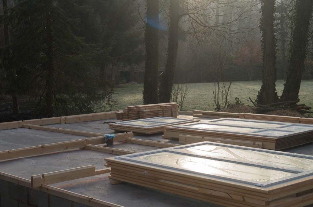 montage d 39 une maison en bois chalet habitable decochalet. Black Bedroom Furniture Sets. Home Design Ideas