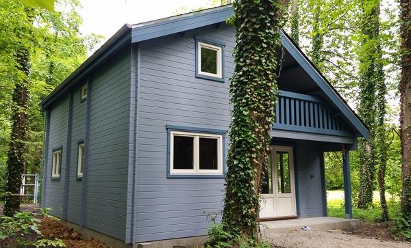Maison en bois sur notre exposition  DECOCHALET