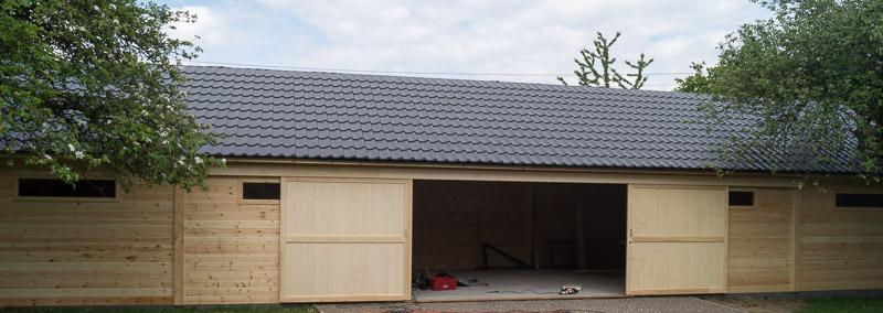 grand garage en bois toiture