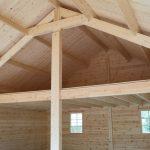 Vue intérieure d'un double garage en bois