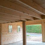 Petit grenier dans un double garage en bois